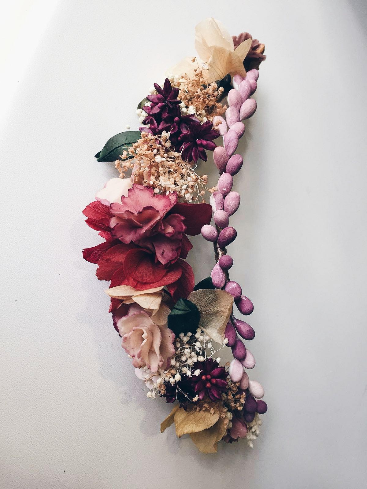 Peça mix porcellana i flor preservada (diadema o semicorona posterior)