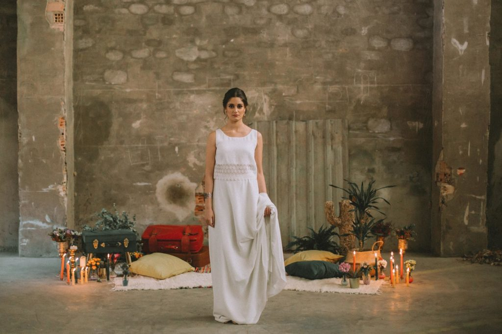 Bride in an abandoned fabric in front of the resting spot