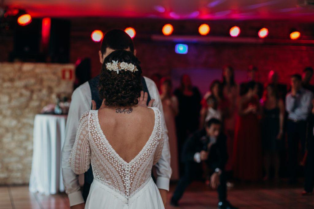 Baile en el convite de la boda en Ibiza