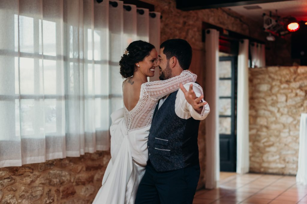 Baile de Raquel y Juanjo en su boda en Ibiza